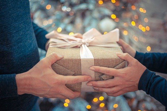 Idee regalo di Natale: quanto spendere